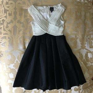 Adrianna Papell Black and White Dress Size 4